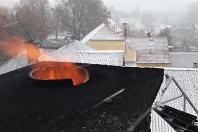požár komínu - ilustrační foto HZS PK
